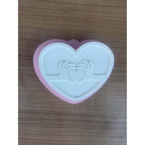 HD1422 Kalp Üzerinde El İle Kalp